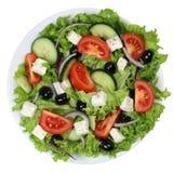 Grekisk sallad med tomater, Fetaost och oliv i bunke från a Royaltyfri Bild