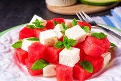 Grekisk sallad med vattenmelon, feta och den nya mintkaramellen Arkivfoton