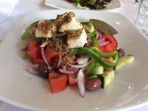 Grekisk sallad, traditionell grekisk sallad royaltyfri foto