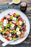 Grekisk salladplatta arkivfoton