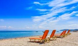 Grekisk strand på ön av Korfu i det medelhavs- Arkivfoto