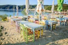 Grekisk taverna på stranden Fotografering för Bildbyråer