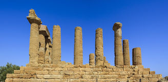 Grekisk tempel av Juno i Agrigento - Sicilien, Italien Royaltyfria Foton