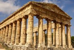 Grekisk tempel i den forntida staden av Segesta, Sicilien Arkivbilder