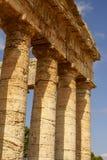 Grekisk tempel i den forntida staden av Segesta, Sicilien Arkivbild