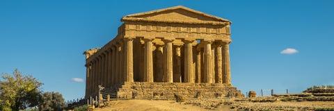 Grekisk tempel - templet av Concordia ön italy för arvet för heracles för den agrigento deien återstår den berömda grekiska värld arkivfoton
