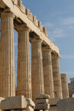 grekiska acropolisathens kolonner Arkivfoto