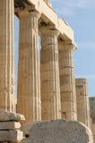 Grekiska kolonner, acropolis, athens Arkivfoto