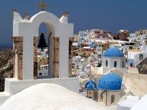 Grekiska ortodoxa kyrkor, Oia, Santorini Fotografering för Bildbyråer