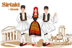 Grekiska par som utför den Sirtaki dansen av Grekland Royaltyfri Foto