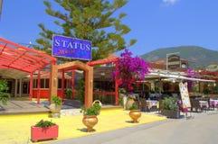 Grekiska ställen för underhållning för sommarsemesterort Arkivbild