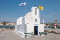 Grekiskt kapell på Aegina arkivfoto