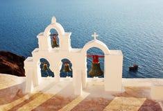 Grekiskt klockatorn i Santorini Grekland arkivfoto