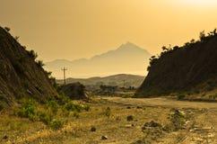 Grekiskt kustlandskap nära det heliga berget Athos på soluppgång, Chalkidiki Arkivfoton