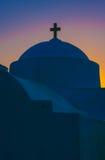 Grekiskt ortodoxt kapell på gryning Fotografering för Bildbyråer