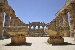 Grekiskt tempel i Sicily. Italien. Arkivfoton