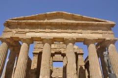 Grekiskt tempel i Sicily. Italien. Royaltyfri Bild