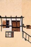 Grekiskt traditionellt hus med skuggalek arkivbilder