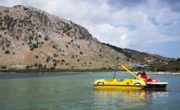 Grekland ö av Kreta, sjö Kurnas Arkivbilder