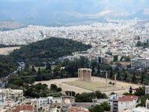Grekland Aten, tempel av Zeus royaltyfri foto