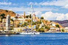 Grekland Dodecanesse Ö Symi Simi färgrika hus retro stil royaltyfri fotografi