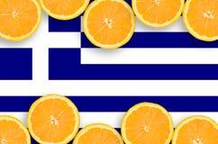 Grekland flagga i citrusfruktskivahorisontalram royaltyfria foton