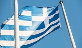 Grekland flagga i fron av Europaparlamentetbyggnad Arkivbild