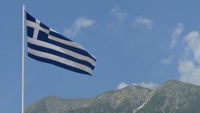 Grekland flagga och berg arkivfilmer