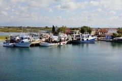 Grekland Keramoti som fiskar skepp Arkivfoto