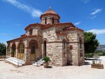 Grekland nära Loutraki finns det många kristna kyrkor arkivfoton