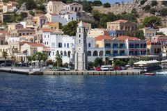 Grekland ?n av Symi Hamn och Clocktower arkivfoto