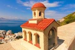 Grekland Ortodoxt kapell bredvid vägen Arkivfoto