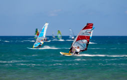 Grekland Rhodes - Juli 16 surfare på Prasonisi på Juli 16, 2014 i Rhodes, Grekland Arkivfoton