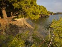 Grekland strand på solnedgångljus Afton i naturen Fascinerande landskap arkivbilder