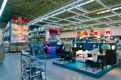 Grekland Thessaloniki - Augusti 20, 2017: Ikea shoppar inre Mul royaltyfria foton