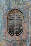 Grelha oxidada velha em um molde em um navio abandonado fotografia de stock