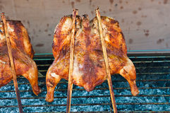 Grelhando a galinha Imagem de Stock