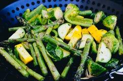 Grelhando vegetais verdes fotografia de stock