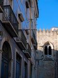 Grelle Farben von Fliesen in altem Alfama Lissabon, Portugal lizenzfreie stockfotos