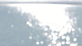 Greller Glanz der Sonne auf Wasser stock video footage