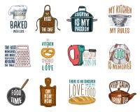 Grembiule e casseruola, bagel e bordo di legno con il cappuccio Cuocere o utensili sporchi della cucina, cucinanti roba emblema d illustrazione di stock