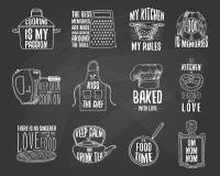 Grembiule e casseruola, bagel e bordo di legno con il cappuccio Cuocere o utensili sporchi della cucina, cucinanti roba emblema d illustrazione vettoriale