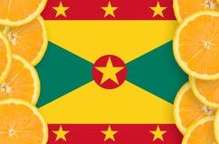 Grenada flagga i vertikal ram för citrusfruktskivor royaltyfri foto