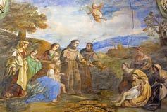Grenade - le fresque de la scène comme St Anthony de Padoue rattache le pied du jeune homme dans l'église Monasterio de San Jeron images libres de droits