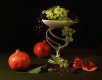 Grenades et raisins Image libre de droits