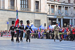grenadiers som marscherar officielln, ståtar sardinia Arkivfoton
