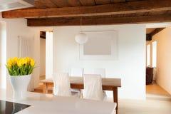 Grenier confortable meublé images libres de droits