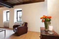 Grenier confortable meublé photo libre de droits