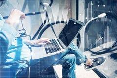 Grenier moderne de processus de studio de travail Démarrage d'entreprise travaillant de bureau de collègues d'analyste de stratég Image stock