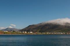 Grenivik村庄在冰岛 免版税库存图片
